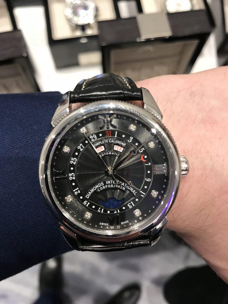 Łukasz Cichocki z zegarkiem DIC wykładanym 8 diamentami na tarczy