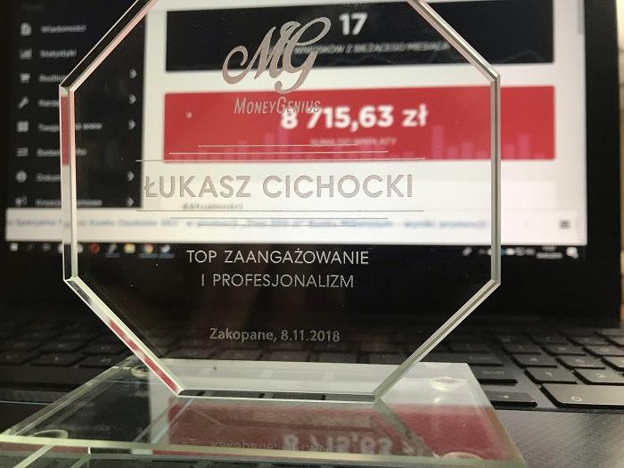 MoneyGenius - nagroda za top zaangażowanie i profesjonalizm dla Łukasza Cichockiego