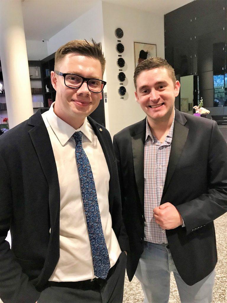 Łukasz Cichocki i Marcin Syroka na otwarciu klubu Gry MoneyGenius w Toruniu