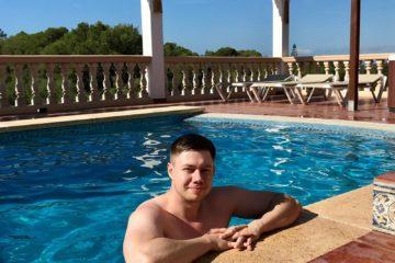 Łukasz Cichocki w willi z basenem