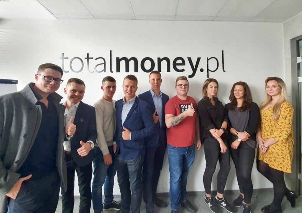 Łukasz Cichocki podczas wizyty w siedzibie Money2Money we Wrocławiu