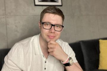 Łukasz Cichocki w swoim Apartamencie w Toruniu